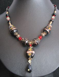 Collier India noir/rouge baroque